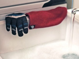 How to Clean Ski Gloves?