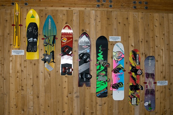 How to Store Snowboards